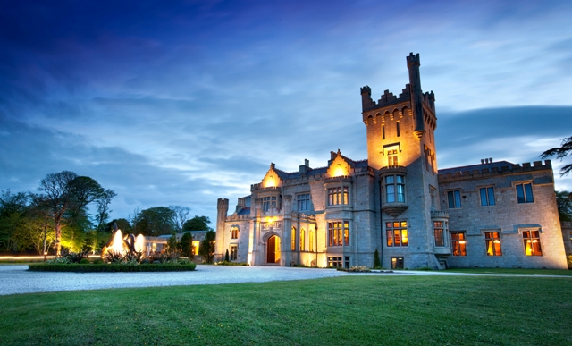 Lough_Eske_Castle_night